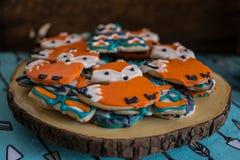 Vos en tipi de koekjes voor een dierlijk en openluchtavontuur als thema hebben babydouche royalty-vrije stock afbeeldingen