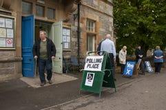 Votando nel referendum di indipendenza di 2014 Scottish Fotografia Stock Libera da Diritti