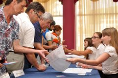 Votando nelle elezioni preliminari (cose principali) Fotografia Stock