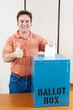 Votante masculino blanco Imágenes de archivo libres de regalías