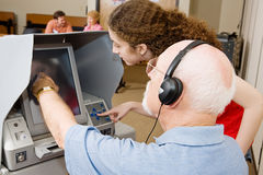 Votante y trabajador de la encuesta imágenes de archivo libres de regalías