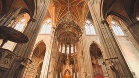 Votive εκκλησία, νεογοτθική εκκλησία, η δεύτερος-πιό ψηλή εκκλησία στη Βιέννη Το εσωτερικό της εκκλησίας μέσα απόθεμα βίντεο