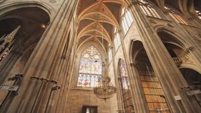 Votive церковь, нео-готическая церковь, втор-самая высокорослая церковь в Вене Интерьер внутренности церков сток-видео