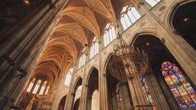 Votive kyrka, neo-gotisk kyrka, denmest h?gv?xta kyrkan i Wien Inre av den kyrkliga insidan lager videofilmer