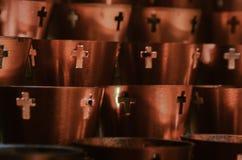 Votive stearinljus för bön royaltyfri foto