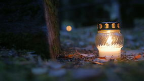 Votive stearinljus på grav, allvarlig stearinljus lager videofilmer