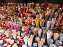 Votive stearinljus på Lavillan de Guadalupe Fotografering för Bildbyråer