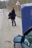 Voto de la chica joven en el camino Imagen de archivo