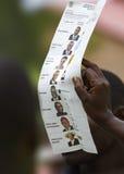 Voto que cuenta en las elecciones generales 2011 del ugandan Imagen de archivo libre de regalías
