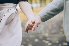 Votre main dans ma main Image libre de droits