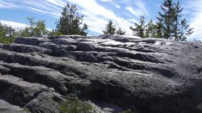 Vottovaara Carélie - escalier en pierre au ciel image stock