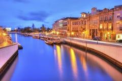 Vouga rzeka z tradycyjnymi łodziami, Nazwany Moliceiro, Aveiro Obrazy Royalty Free