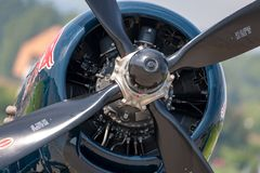 Vought f4u-4 uitstekende de vechtersvliegtuigen oe-EAS van de Zeeroverwereldoorlog ii van de het Vliegen Stiereninzameling stock afbeeldingen