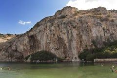Vouliagmeni, lago termal water mineral de Radonic cerca de Athen, foto de Grecia imagen de archivo