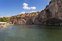 Vouliagmeni termisk Radonic mineralvatten sjö nära Athen, Grekland foto Arkivbild
