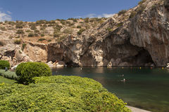 Vouliagmeni, Thermisch Radonic-Mineraalwatermeer dichtbij Athen, de foto van Griekenland royalty-vrije stock foto