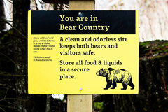 Vous êtes dans le signe de pays d'ours Photos stock