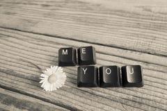 vous et moi avez écrit avec des clés de clavier sur le fond en bois, blac Image libre de droits