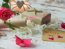 Vous m'épouserez des mots écrits sur le papier, carte d'amour Carte postale de jour du `s de Valentine Image stock