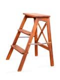 Vouwend houten ladder op wit met het knippen van weg stock afbeelding