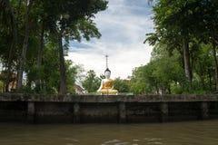 Voyage aller-retour la Thaïlande en juillet 2017 - marché de natation de voyage de bateau dans le barrage Photo libre de droits