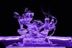 Voyage au pourpre occidental de sculpture en glace photo stock