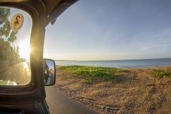 Voyage avec la jeep photographie stock