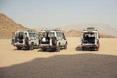 Voyage avec Toyota 4x4 dans le désert Photographie stock libre de droits
