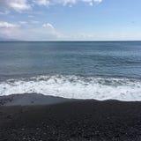 Voyage bleu en pierre de vacances de Santorini de plage Photographie stock