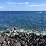 Voyage bleu en pierre de vacances de Santorini de plage Photos libres de droits