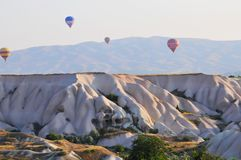 Voyage chaud de ballon à air au-dessus de la beauté de Cappadocia photo stock