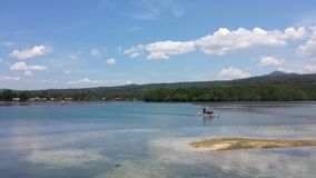 Voyage d'île en île sur un bateau Photos stock