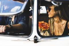 Voyage d'amis sur le voyage par la route ensemble Image stock