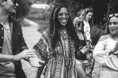 Voyage d'amis sur le voyage par la route ensemble Photographie stock libre de droits