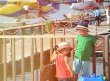 Voyage d'enfants en des hydravions en Maldives Photos libres de droits