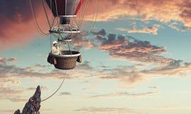 Voyage d'homme dans l'aérostat Photographie stock