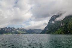 Voyage dans le beau barrage photo stock