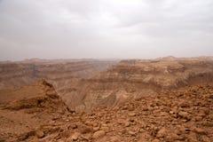 Voyage dans le désert en pierre augmentant l'aventure d'activité Images libres de droits