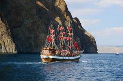 Voyage de bateau autour du volcan Kara-Dag Photographie stock libre de droits