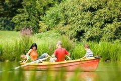 Voyage de bateau avec le famille photo stock
