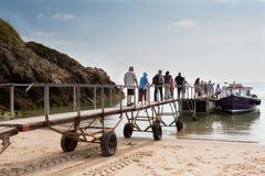 Voyage de bateau d'île de Caldey (sud du pays de Galles) Photo stock