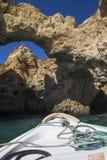 Voyage de bateau des cavernes et des grottes de l'Algarve Photos libres de droits