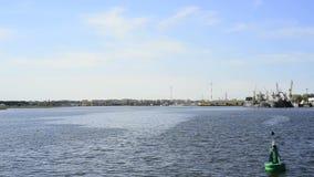 Voyage de bateau sur le canal de Piast banque de vidéos