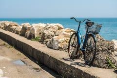 Voyage de bicyclette de bord de la mer Photos libres de droits