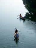 Voyage de canoë de famille Photographie stock libre de droits