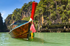 Voyage de compartiment de Phang Nga sur le bateau de long arrière Photographie stock libre de droits