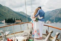 Voyage de couples de lune de miel sur le yacht Images libres de droits