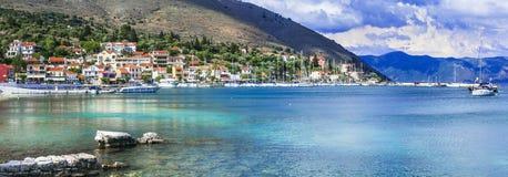 Voyage de la Grèce - l'ONU côtier pittoresque Kefalonia, îles ioniennes d'Agia Efimia de village photo libre de droits