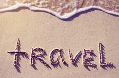 voyage de mot écrit sur le sable Photos libres de droits
