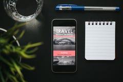 Voyage de planification sur l'Internet photos stock